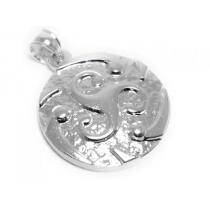 Dije círculo con trisquel tramado de acero blanco