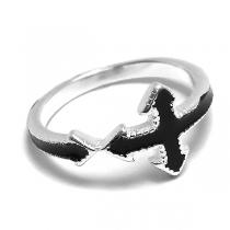 Anillo de Plata esmaltado negro con cruz flechada