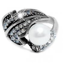 Anillo hoja con cubics blancos y perla de acero quirúrgico